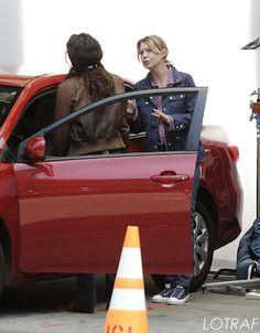 Sandra Oh e Ellen Pompeo , no set dia 12/08/2012
