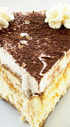 Tiramisu Cheesecake: This is Super Rich, it uses heavy Whipping cream, espresso, 3 oz.) packages full-fat Cream Cheese, at room temperature ♦♦ 2 large Eggs ♦♦ Mascarpone Cheese - ENJOY No Bake Desserts, Just Desserts, Delicious Desserts, Dessert Recipes, Yummy Food, Italian Desserts, Food Cakes, Cupcake Cakes, Cupcakes
