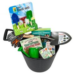 Garden gifts for kids Diy Toys And Games, Garden Basket, Garden Gifts, Beautiful Gifts, Organic Gardening, Gifts For Kids, Activities For Kids, Christmas Gifts, How To Make