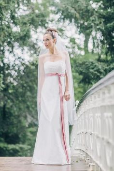 schulterfreie Hochzeitskleider in Empire Linie