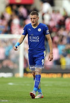 1920559fb341 jamie-vardy-of-leicester-city-in-action-during-the-barclays-premier-picture-id489414980  (695×1024)