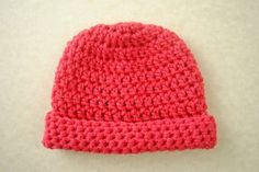 This super simple Newborn Crochet Hat will fit most premies and newborns. It is created using basic double crochet and single crochet and works up quickly using just one skein of Lion Brand's Modern Baby yarn in red. Crochet Hat For Beginners, All Free Crochet, Crochet Bebe, Easy Crochet, Crochet Gifts, Crochet Baby Hat Patterns, Crochet Baby Beanie, Crochet Stitches, Baby Patterns