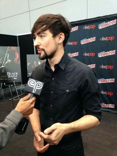Blake at Comic Con. Blake Ritson, Bb, Actors, Comics, Fictional Characters, Comic Con, Cartoons, Fantasy Characters, Comic