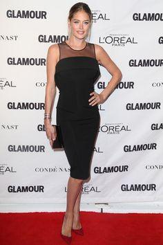 Doutzen Kroes.  La versatilidad del little black dress cobra más fuerza cuando se trata de envolver el cuerpo de Doutzen Kroes subido a unos altísimos stiletto rojos.