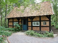 Maison à Worpswede, Allemagne. Kleines Gästehaus am Rande eines Wäldchens auf Hofanlage mit großem Garten, 2 Pferden (in Rente), 11 Schafen, 9 Hühnern, 2 Katzen und einem Hund. Der Hof befindet sich ca. 5,5 km vom Ortskern Worpswedes entfernt und ist innerhalb von 7 Minuten per...
