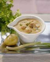 Siskonmakkarakastike | Ideakeittiö Cheeseburger Chowder, Food And Drink, Soup, Dishes, Finland, Traditional, Tablewares, Soups, Dish