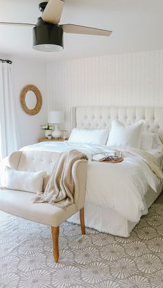 34 Easy Tips to Decorate Small Master Bedroom with Neutral Color - Bedroom Design and Decor - Bedding Master Bedroom Small Master Bedroom, Bedding Master Bedroom, Master Bedroom Design, Cozy Bedroom, Bedroom Decor, Master Bedroom With Wallpaper, Wall Paper Bedroom, Master Master, Bedroom Rugs