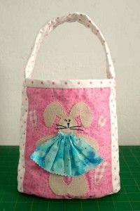 Sweet little Easter bag made by Sew Happy #freepattern #tutorial
