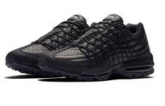 Triple Black Drapes The Latest Nike Air Max 95 Ultra SE
