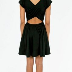 Tobi skater dress Tobi skater dress in black, with a cross back. ⚡️Offers welcome!⚡️ Tobi Dresses Mini