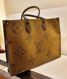 Louis Vuitton Monogram Empreinte Leather Pochette Metis Handbag Article: Made in France – The Fashion Mart Gucci Handbags, Luxury Handbags, Louis Vuitton Handbags, Louis Vuitton Speedy Bag, Fashion Handbags, Purses And Handbags, Fashion Bags, Louis Vuitton Monogram, Designer Handbags