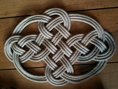 Paracord Knots, Rope Knots, Macrame Knots, Rope Crafts, Diy And Crafts, God's Eye Craft, Chinese Crafts, Rope Rug, Macrame Owl