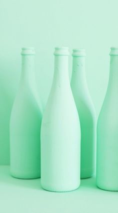 This mint (or green blue) hue has a lighter value, but also incorporates a slightly darker value where there is a shadow. Mint Green Aesthetic, Rainbow Aesthetic, Aesthetic Colors, Aesthetic Collage, Color Menta, Mint Color, Green Colors, Colours, Do It Yourself Upcycling