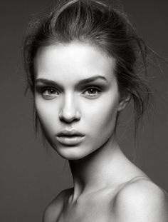 I'm in love with girls with natural beauty.