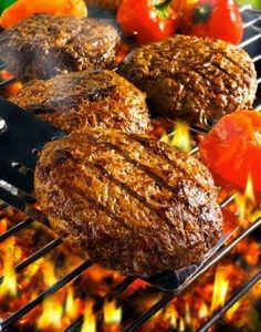 Garlic Butter Burgers – A method for grilling one tasty burger. Garlic Butter Burgers – A method for grilling one tasty burger. Grilled Hamburger Recipes, Grilled Beef, Grilling Recipes, Meat Recipes, Cooking Recipes, Grilling Ideas, Outdoor Grilling, Outdoor Cooking, Recipies