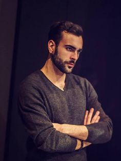 Marco Mengoni - backstage Esseri Umani - Milano - hair, eyebrows and facial hair. 2015 Hairstyles, I Icon, Man Photo, Beautiful Gorgeous, Attractive Men, Facial Hair, Male Beauty, Mad Men, Male Face