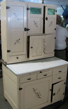 1000 images about hoosier cabinets on pinterest hoosier for Kitchen queen cabinet