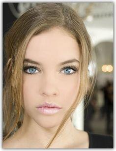 Natural makeup blue eyes