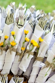 Wrap your cutlery in napkins with spring flowers attached to give your table a unique decoration