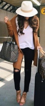 Camel Coat + Black and White Source - Street Fashion, Casual Style, Latest Fashion Trends - Street Style and Casual Fashion Trends Fall Winter Outfits, Autumn Winter Fashion, Winter Style, Spring Outfits, Look Fashion, Womens Fashion, Fashion Trends, Fall Fashion, Swag Fashion