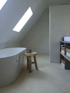 Badkamer met vloer en wand in betoncire