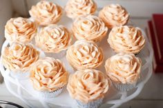Pretty rose cupcakes. Those would be great for maddys birthday party!!