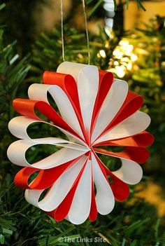 What I love about these paper Christmas decorations is that they look gorgeous but they're really easy to make! #decorations #homemade #diy #diydecorations #Christmasdecoration