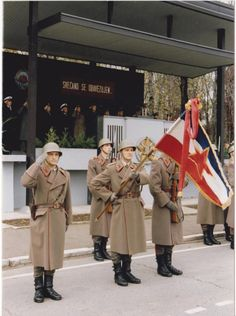 Soldiers of the Yugoslav People`s Army on a military cerimony. Military Photos, Military Art, Military History, Military Uniforms, Native American History, American Civil War, British History, Warsaw Pact, Soviet Army