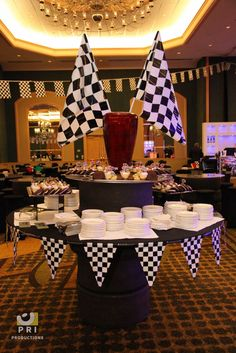 Checkered Pennant Banner For A Race Or Nascar Themed Dinner In Nascar Party Decorations - Best Home & Party Decoration Ideas Nascar Party, Race Party, Race Car Themes, Bid Day Themes, Dinner Themes, Race Car Birthday, Adult Birthday Party, Cars Birthday Parties, 60th Birthday