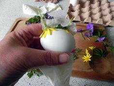 Paaseieren versieren met echte bloemen