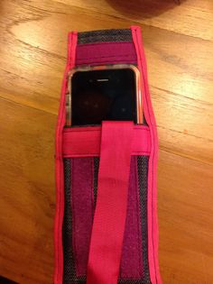 Oude spijkerbroek wordt iPhone hoesje