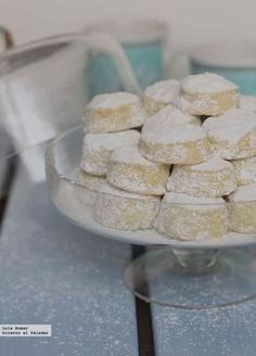 Nevaditos de aceite de oliva / Snoe Caps (made with Olive Oil instead of the traditional Lard). According to author, they are as light, flaky & delicious as the traditional recipe. Mexican Food Recipes, Sweet Recipes, Cookie Recipes, Xmas Food, Christmas Desserts, No Bake Desserts, Dessert Recipes, Spanish Desserts, Sweet Cooking