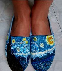 I want to customize my white TOMS soooooo bad! These Starry Night ones are a.m.a.z.i.n.g.