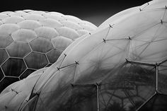 biomes at the eden project in cornwall, england. by grimshaw architects photo by benjeev rendhava Eden Project, Futuristic Architecture, Parametric Architecture, Space Architecture, Embedded Image Permalink, Textures Patterns, Cyberpunk, Concept Art, Black And White