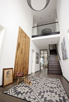 bungalow ederer baufritz galerie mit offener treppe parkett wei holz flur pinterest. Black Bedroom Furniture Sets. Home Design Ideas