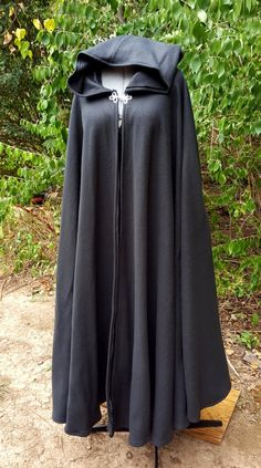 Black Long Cloak - Full Circle Fleece Medieval Renaissance Hooded Cloak - Costume Cape with Hood Medieval Cloak, Medieval Clothing, Hooded Cloak Pattern, Renaissance Fair Costume, Outfit Zusammenstellen, Putting Outfits Together, Cool Outfits, Fashion Outfits, Abaya Fashion