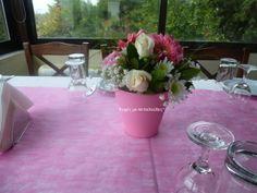 Μικρά γλαστράκια με άνθη για το τραπέζι της δεξίωσης!!