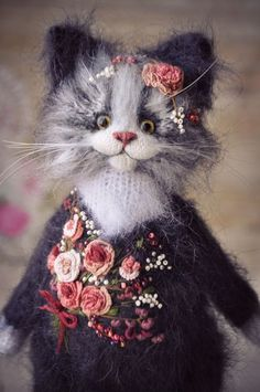 """""""I'm the most elegant in our family"""" Knitted Cat, Knitted Animals, Felt Animals, Needle Felted Cat, Needle Felted Animals, Maus Illustration, Comic Cat, Sculpting Tutorials, Felt Crafts Patterns"""