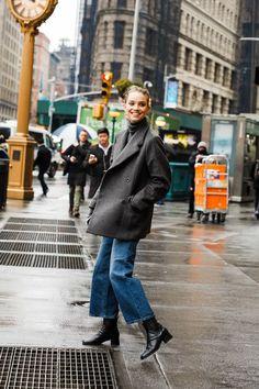 Street style : nos looks préférés de la Fashion Week de New York - Outfit Ideen New York Street Style, Casual Street Style, Paris Fashion Week Street Style, La Fashion Week, Look Street Style, Autumn Street Style, Nyc Fashion, Look Fashion, Jeans Fashion