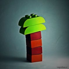 Simple and minimalist approwed palm tree from basic Lego Duplo bricks.
