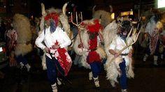 El carnaval de Altsasu/Alsasua con los Momotxorros, las brujas y las Mascaritas recorriendo las calles de la localidad para terminar bailando en la plaza.  Declarado Fiesta de Interés Turístico de Navarra.