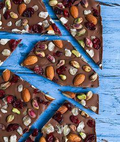 chocolat au lait aux fruits séchés, amandes, graines, idée de de dessert de noel original et facile a faire Xmas, Sugar, Desserts, Blog, Recipes, Almonds, Milk, Cooking Recipes, Navidad