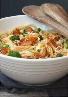 Speedy Chicken Stir-Fry – Savory chicken pasta with tantalizing aromas and enticing Asian flavors is ready to be served in just 25 minutes. Speedy, right?