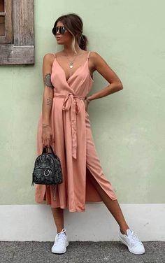 30 produções para você testar em março - Guita Moda Look Fashion, Fashion Outfits, Fashion Clothes, T Shirt Branca, Kos, Casual, Ideias Fashion, Wrap Dress, My Style