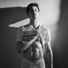 The latest Calvin Klein campaign was released last night and Shawn Mendes' new underwear photos broke the internet once again. Shawn Mendes Imagines, Dior Beauty, Mario Sorrenti, Shawn Mendes Sem Camisa, Shawn Mendes Shirtless, Hot Shawn Mendes, Fangirl, Babe, Shawn Mendes Wallpaper
