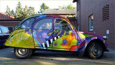 Now that's what I call a paint job. Hippie Car, Coffee Van, 2cv6, Van Wrap, Car Painting, Art Cars, Beetle, Rainbow Colors, Flower Power