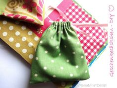 Excellent Totally Free sewing tutorials inspiration Thoughts mama nina: [DIY] nice Give Aways - Kleinigkeiten schön verpackt Sewing Tutorials, Sewing Projects, Bag Tutorials, Sewing Ideas, Diy And Crafts, Crafts For Kids, Diy Couture, Textiles, String Bag