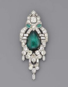 Christie's AN ART DECO EMERALD AND DIAMOND BROOCH/PENDANT