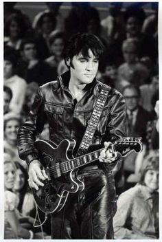 Elvis in black and white in black leather | 1968