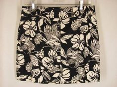 Here is a cute mini skirt, perfect for Spring and Summer dressing. White House Black Market size 4. #spring #miniskirt
